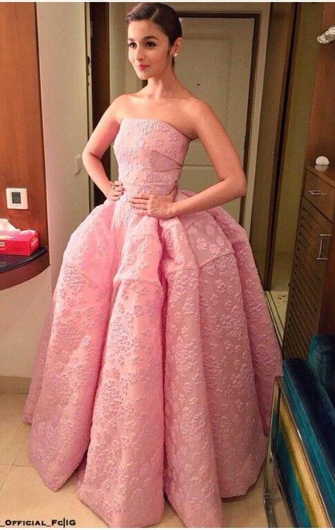 Alia bhatt flimfare awards outfit #cindrella dress