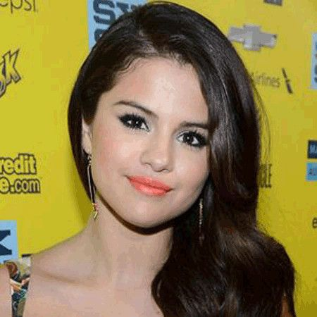 Selena Gomez wiki, affair, married, Lesbian with age, height