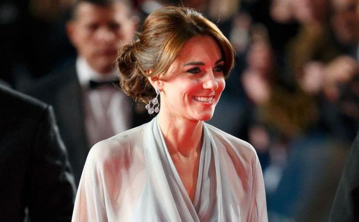 Prințesa Charlotte e copie fidelă după Kate Middleton! - http://www.facebook.com/1409196359409989/posts/1500746973588260