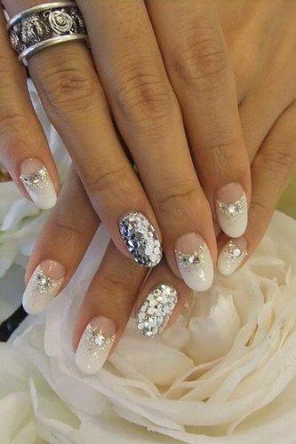 Unhas decoradas para noivas - Purpurina + meia lua + strass