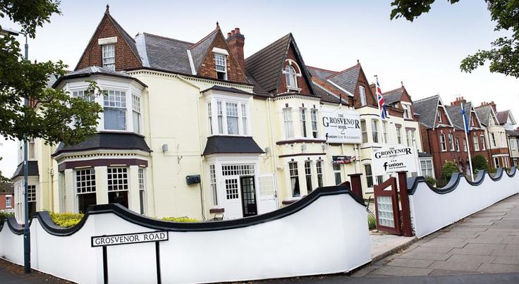Grosvenor Hotel Rugby Rugby With 22-inch flat-screen TVs and DVD players, The Grosvenor is just 800 metres from Rugby's centre and rail station. It offers fresh, seasonal food, free Wi-Fi, and live Sky Sports in the bar.