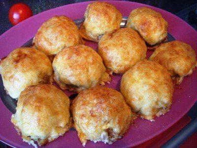 Ингредиенты: - 1 кг любого фарша  Начинка:  - 2 луковицы - 4 картофелины - 5 яиц - 200 г сыра - майонез - соль, перец Приготовление:...