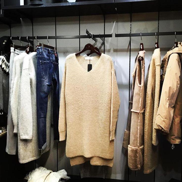 Vネックモヘアチュニックニット シンプルなVネックと長めの着丈がとても女性らしい雰囲気のニットです color ホワイト、ベージュ、ネイビー price ¥12,000 + tax #REMITE#リミーテ#吉祥寺#セレクトショップ#ニット#チュニック#Vネック