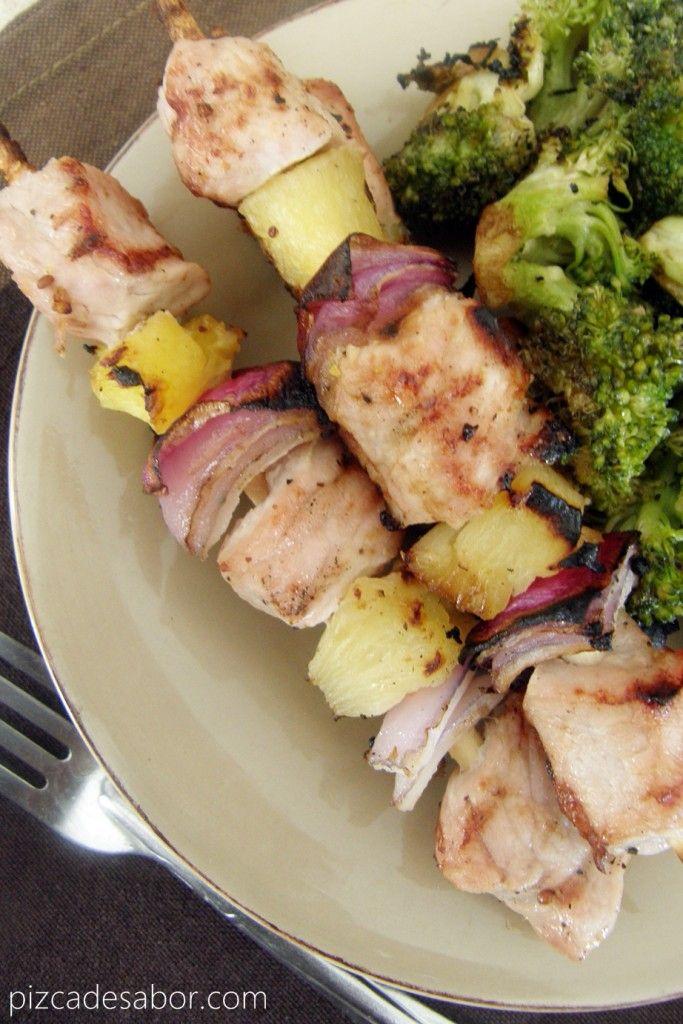 Brochetas de cerdo y piña – www.pizcadesabor.com