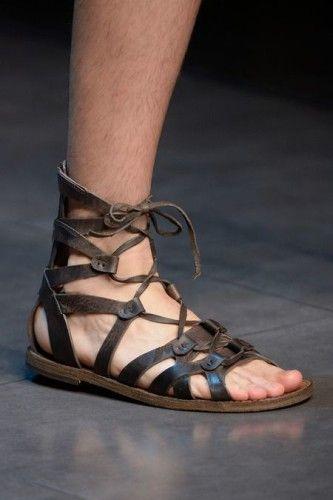 Aprimore seu estilo, aposte nas sandálias neste verão –Homens com estilo