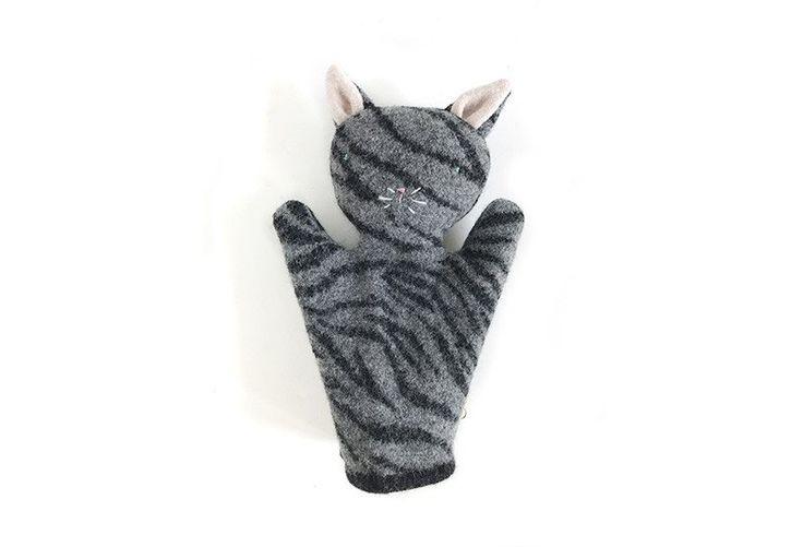 Marionnette chat gris tigré. Tabby kitty handpuppet