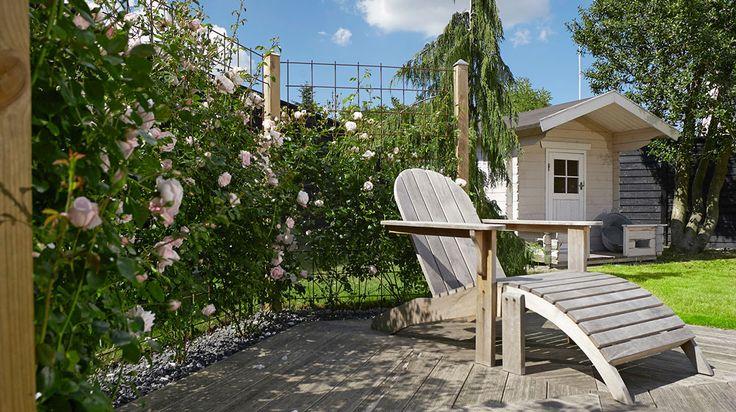 Bygg ett blommande staket! Det är inte bara snyggt och doftar gott, det skyddar mot blåst och insyn också. Se här hur lätt det byggs.