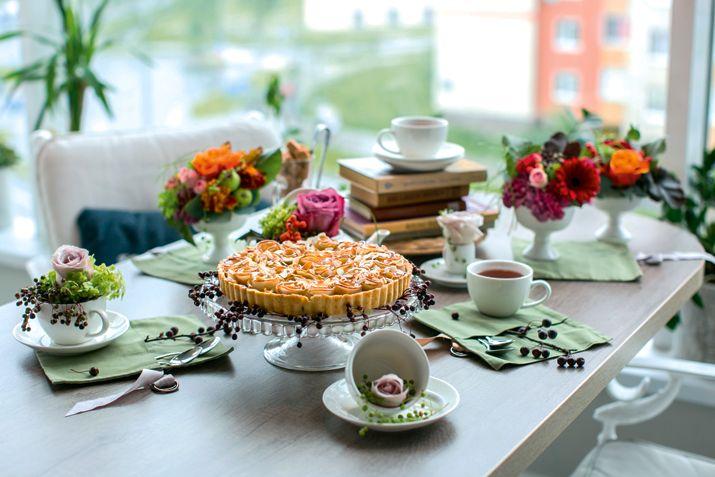 Может, чашечку чая с пирогом из кафе «Счастье и Вы».