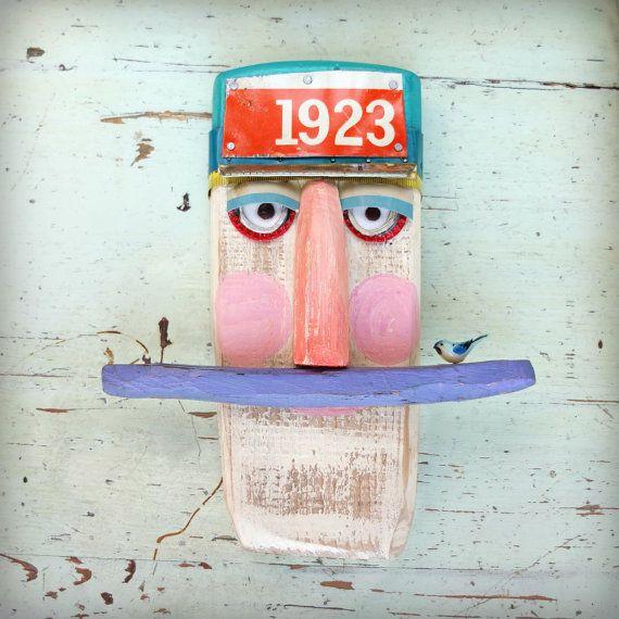 eine rustikale Holz Seemann Figur für die Wand. von Kululush