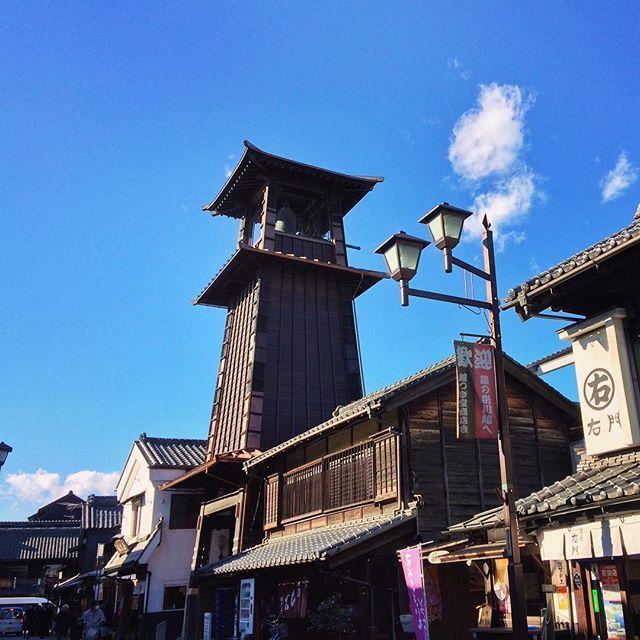 kawagoe_hikawa 平成27年7月より行われていた小江戸川越のシンボル、時の鐘の耐震化工事が無事に終わりました。 蔵造りの町に時を告げる、鐘つきも再開されています。  #川越  #時の鐘  #復活 小江戸川越   時の鐘 2017/01/13 12:22:33