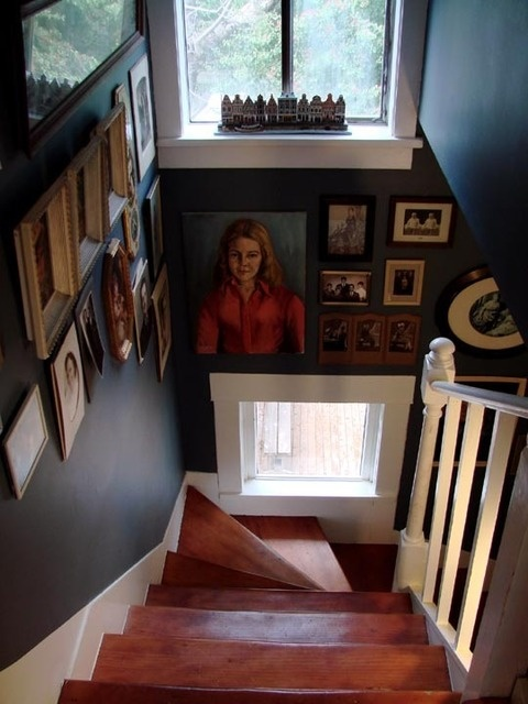don't you love this space? :)Narrow Staircases, Apartments Therapy, Brood Wall, Deep Colors, Open Staircases, Gallery Wall, Dreams Forever, Dark Brood, Large Portraits