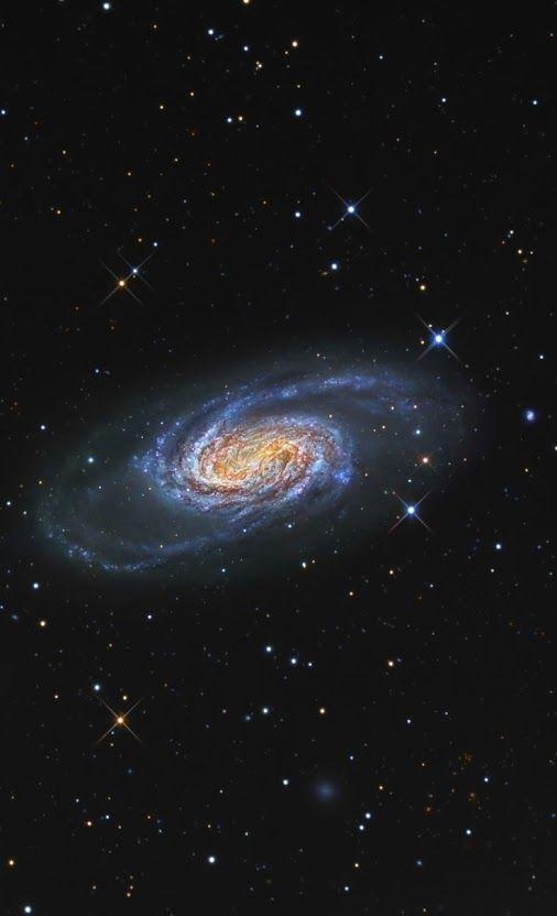 NGC 2903 es una galaxia espiral barrada en la constelación de Leo, situada 1,5º al sur de Alterf (λ Leonis), que se encuentra a 20,5 millones de años luz de la Tierra.