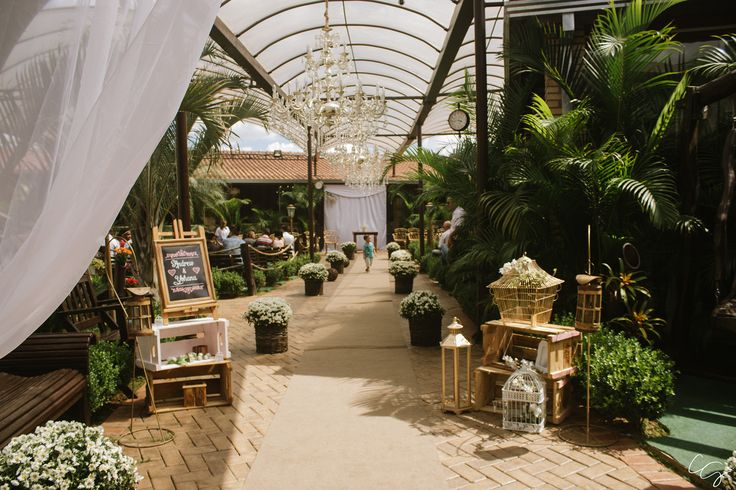 Decoração para corredor com mosquitinhos casamento   Recanto Beija-Flor Eventos