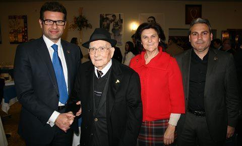 El Ayuntamiento nombra al abuelo de Enrique Ponce Ciudadano Honorífico de Chiva - mundotoro.com #actos #homenaje