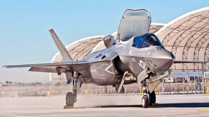 Japanese Defense Ministry wants to buy six F35 stealth fighter planes from US firm Lockheed Martin.(Reuters / William Waterstreet)