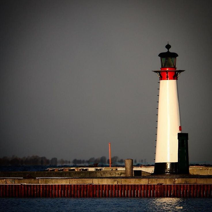 Fyrtårnet på Assens Havn (opført 1854)#visitfyn #fyn #nature #visitdenmark #naturelovers #natur #denmark #danmark #dänemark #landscape #nofilter #assens #mitassens #opdagdanmark #fynerfin #assensnatur #vielskernaturen #visitassens #instapic #picoftheday #february #lighthouse #fyrtårn
