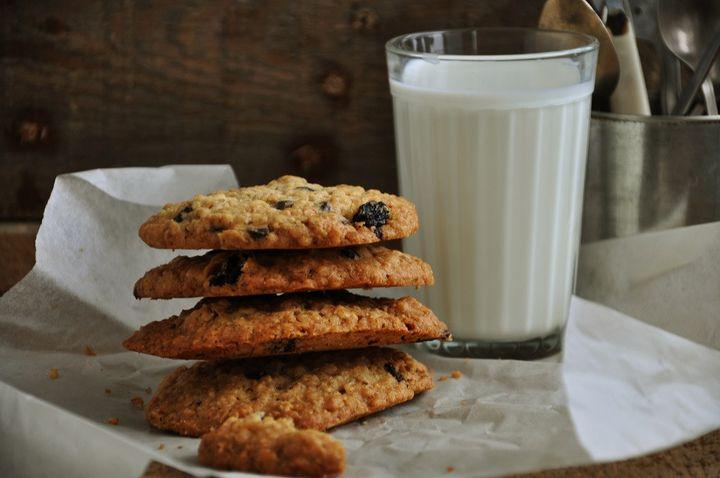 Овсяное печенье с шоколадом - пошаговый рецепт с фото: Масло для этого печенья должно быть размягченным, чтобы его можно было легко взбить в пушистый крем с сахаром... - Леди Mail.Ru