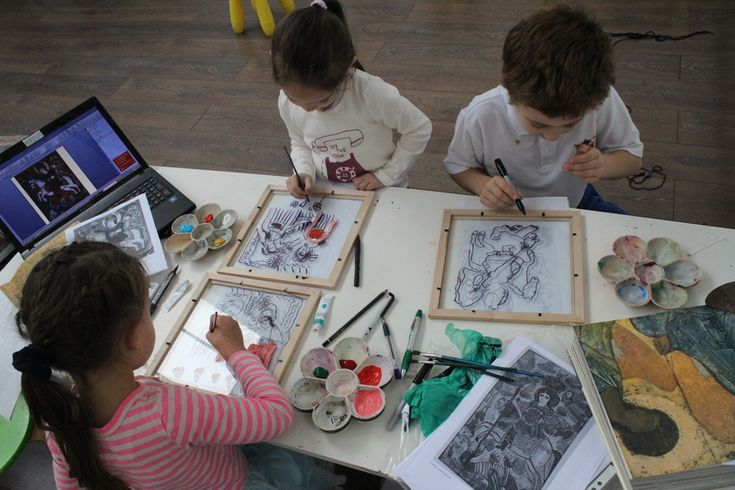 3 House Club, London: in the class about Byzantine art, children learned how to paint icons on glass, a beautiful folk tradition in many countries in Eastern Europe  www.facebook.com/3HouseClub/posts/957545707605209 (References: Romanian icons: http://clasate.cimec.ro/detaliu.asp?k=3276A7CC23A44A1C8E42965FBD61CDF6  http://www.librariabizantina.ro/icoana-pe-sticla-nasterea.html http://www.pinterest.com/pin/533958099544511964/  Ukrainian icon: http://www.pinterest.com/pin/533958099544512385/