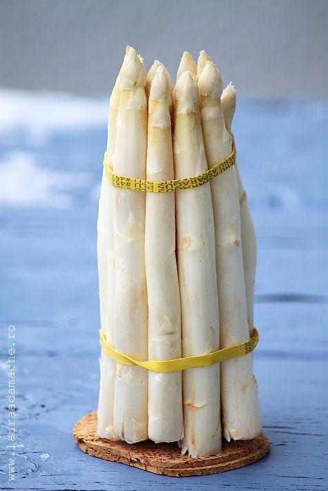 White asparagus gratin with yogurt and mustard  http://www.lauraadamache.ro/
