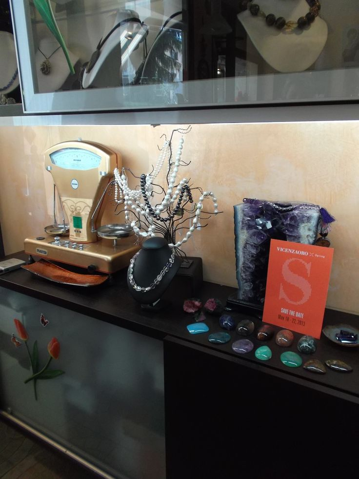 Lo Zaffiro, Via Verdi Ovest #Mestre #tuttaperme #artigiani #artigianale #orafo #moda #shopping #gioielli #bracciali #collane