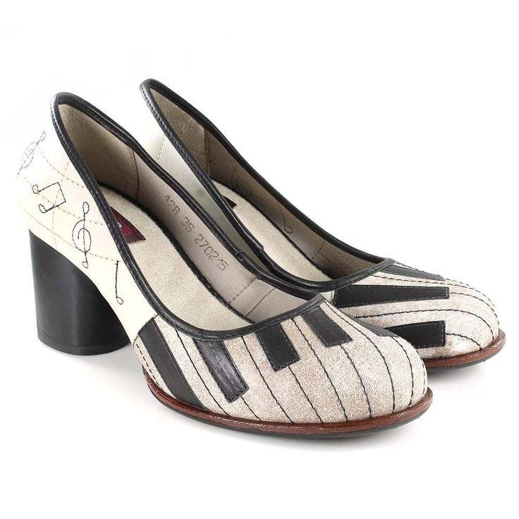 Sapato boneca preto e branco, sapato retro com letra de musica, sapato letras musicais, sapato de piano