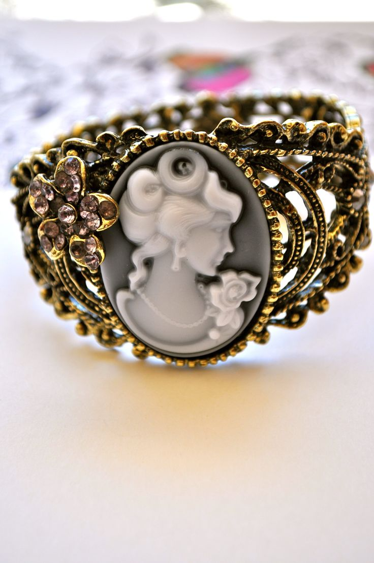 vintage ring ( this is go will with my vintage bracelet )