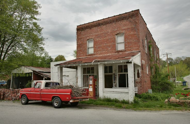 Google Image Result for http://upload.wikimedia.org/wikipedia/commons/a/a3/Old_gas_station,_Pomona,_IL.jpg