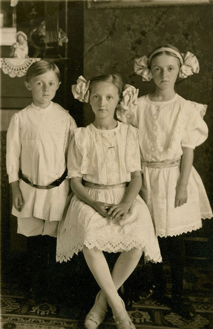 Edwardian Children....I love this picture because I have a picture of my Grandfather and his 2 older sisters wearing the same type of clothing.