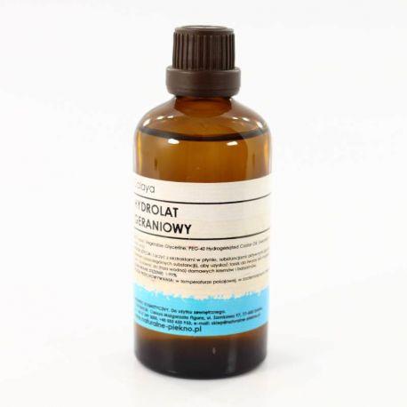 Hydrolat Geraniowy - świetnie tonizuje skórę dojrzałą, mieszaną i suchą, działa nawilżająco na skórę suchą i mieszaną ma działanie przeciwzapalne, łagodzące podrażnienia i zaczerwienienia przy takich schorzeniach jak trądzik różowaty, wysypki, oparzenia słoneczne.