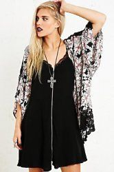 Urban Outfitters Festival Shop plus an EXCLUSIVE Discount Code! Festival fashion at Urban Outfitters is edgy, grungy and a little bit Gothic. Tribal patterns and tributes to '90s fashion feature heavily as well as graphic tees, floral patterns and ditsy prints with a darker side.