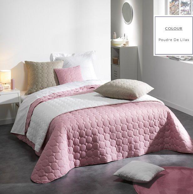 Ružová prešívaná prikrývka na posteľ