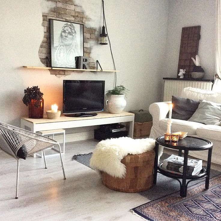 -HOME- the candles are burning as usual it's cold outside. Do you see what's new in here? Good evening!#myhome#instahome#interior#inredning#interiör#interiordesign#brickwall#vintage#eclectic#scandinavian#nordic#homes#urban#stoerwonen#interiorstyling#homestyling#livingroom#vardagsrum#hjem#hemma#binnenkijken#interiørmagasinet#interiør#showhometop5#interior4all#inspiration#styledbyhouseproud#cosy#industrial#katemoss by rohouseproud