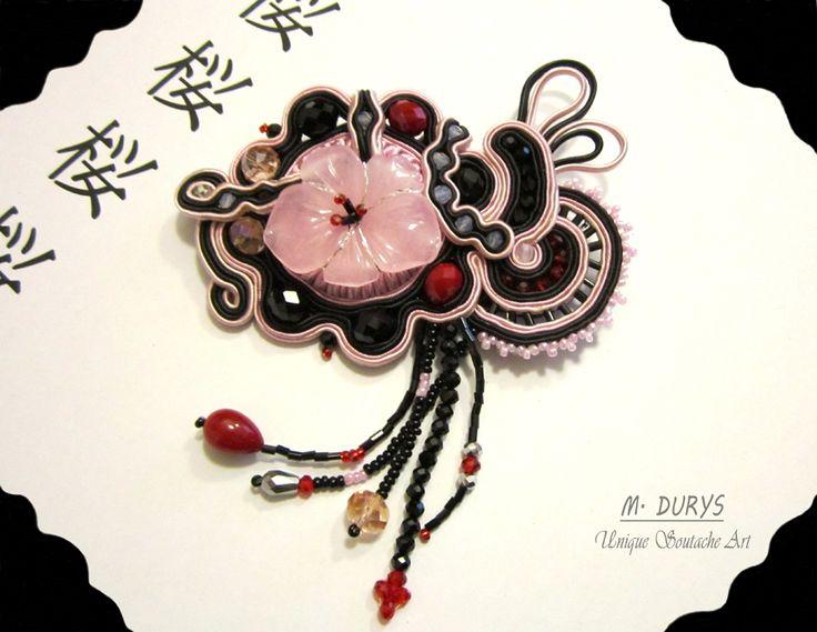 "Spilla ""sakura"" - concorso Royal-stone. Ispirazione giapponese. https://www.facebook.com/fanpageroyalstone/photos/a.1597737956906362.1073742245.168049649875207/1597743886905769/?type=3&theater"