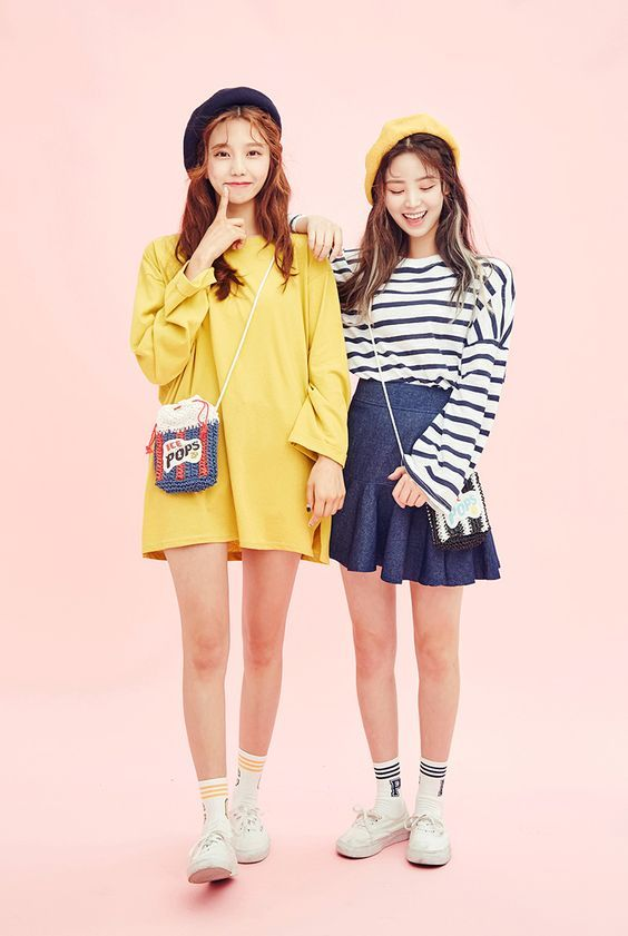korean fashion casual street yellow coat strip skirt navy blue cute beret white sneakers