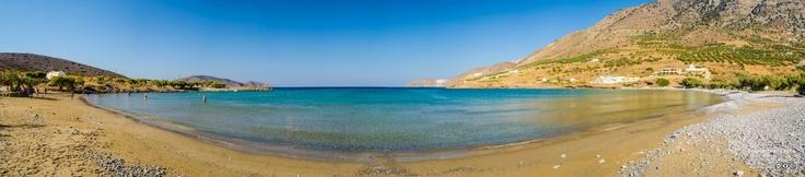 The wonderful sandy Tholos bay beach of Kavousi, North of #Ierapetra.  |  O υπέροχος κόλπος του Θόλου στο Καβούσι, βόρεια της Ιεράπετρας. (CC-BY-SA 3.0)