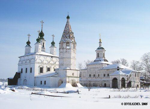 Eglises Saint-Démétrius de Thessalonique au premier plan et Saint Serge de Radonège au second plan - Veliki Oustouig - Quartier de Dymkovo - Construite entre 1700 et 1709.