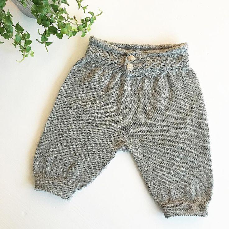 Litt småtteri skal på plass, men snaaaart ferdig  herlig!! Har et problem ... Som alltid nisseguttens nikkers eller hjerteranke nikkers???? #egetdesign #mydesign #barnestrikk #barnestrikkfrabecharmed #becharmedavjmhk #becharmed_strikk #iloveknitting #knitting_inspire #knitting #knittingforkids #knittinginspiration #knitting_inspiration #strikking