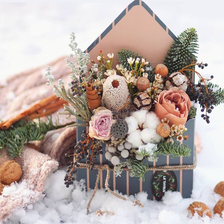 Cozy ☕❄#bouquet #flowers #flora #floristic #botany #flowerletter #flowerbox #stylish #cozy #winter #snowy #cinnamon #firtree #banksia #cotton #rose #nuts #lotus #december #waxflower #berries #beje #blue #flowerdesign #flowersminsk #instaflowers #lathyruslavka