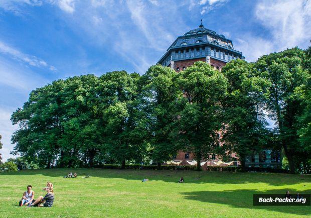 Neben den großen, bekannten Parks gibt es viele weitere - z.B. den Schanzenpark direkt im gleichnamigen Viertel