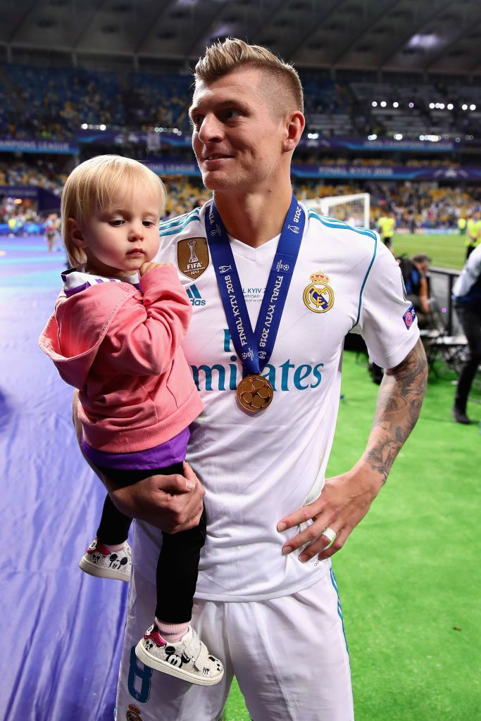 Kiev Ukraine May 26 Toni Kroos Of Real Madrid Celebrates On The Pitch With Daughter Amelie After His Side Won The U Toni Kroos Real Madrid Team Real Madrid