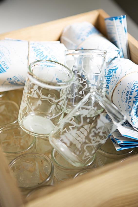 Nappe lasten juomalasi valmistetaan kierrätetystä lastenruokapurkista.