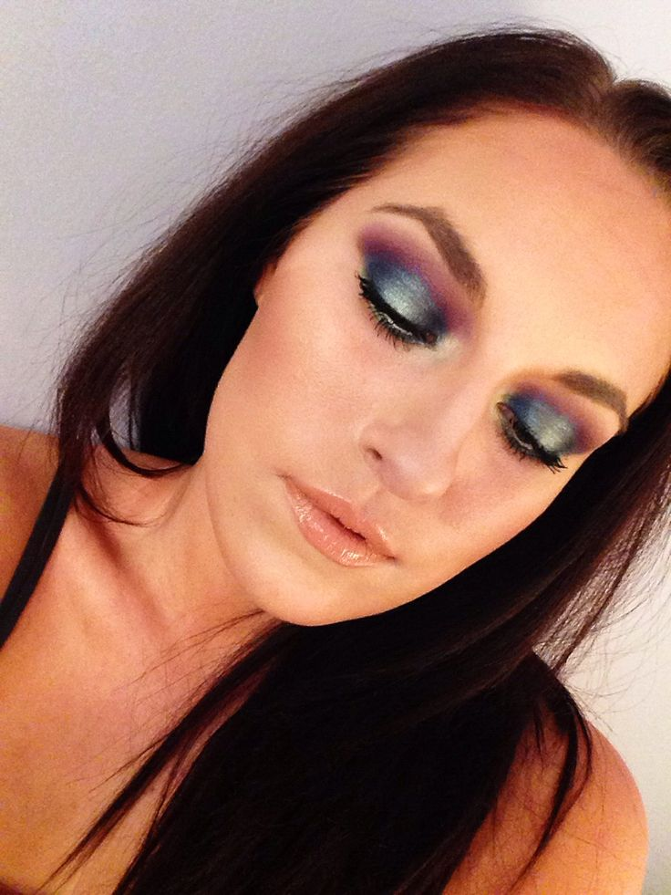 Cincinnati based freelance makeup artist down to earth