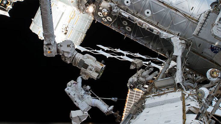 La NASA revela algo extremadamente extraño que pasa con el cuerpo humano en el espacio - RT en Español - Noticias internacionales