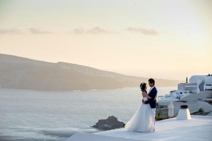 Mesmerizing Santorini scenery  #santorini #greece #weddingingreece #weddingphotography #weddingvideography #greekislandwedding #greekweddingphotographer