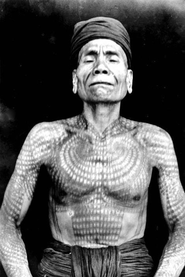 Indonesia ~ Kalimantan   Tattood Dajak, Borneo .  ca. 1920 - 1925   ©Dhr. J. (Jean) Demmeni