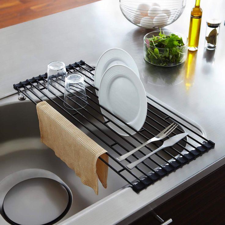 毎日の調理時間を快適にしてくれる「折り畳み水切りラック タワー」のご紹介です。  洗い物のときには、仕切りを使って洗ったお皿の水切りに使用でき  調理のときにも、シンクに設置してスペースを広くしてくれます。  さらに、使わないときはクルクルと巻いて収納できる便利グッズです◎  サイズもSサイズとLサイズの2種類をご用意しているため、ご自宅のキッチンに合わせることができます。 ■SIZE  Sサイズ:約W26×D42×H0.8cm  Lサイズ:約W26×D58×H0.8cm    #home #tower #水切り #水切りラック #水切りかご #キッチン #キッチンツール #キッチン雑貨 #キッチン収納 #お皿 #器 #収納術 #整理整頓 #整理収納 #暮らし #丁寧な暮らし #シンプルライフ #おうち #北欧 #北欧インテリア #ナチュラル #収納 #シンプル #モダン #便利 #おしゃれ #雑貨 #yamazaki #山崎実業 #時短