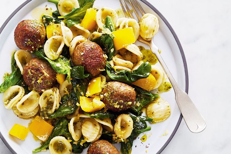 Yellow peppers lend beautiful colour and a burst of sweetness to this meal. Don't be intimidated by the amount of spinach—you'll be surprised by how much it wilts after steaming.