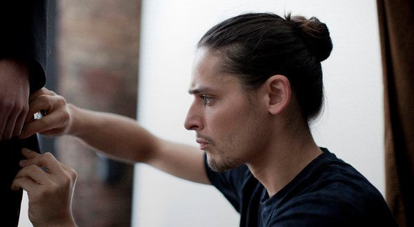 NYT story about man buns being the cool new thing. Half of it is an interview with a man with his hair in a ponytail. Not a bun.