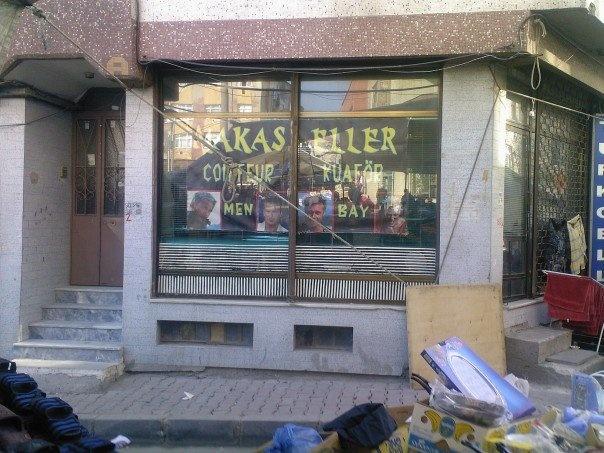 edward scissorhands coiffeur barber shop makas eller
