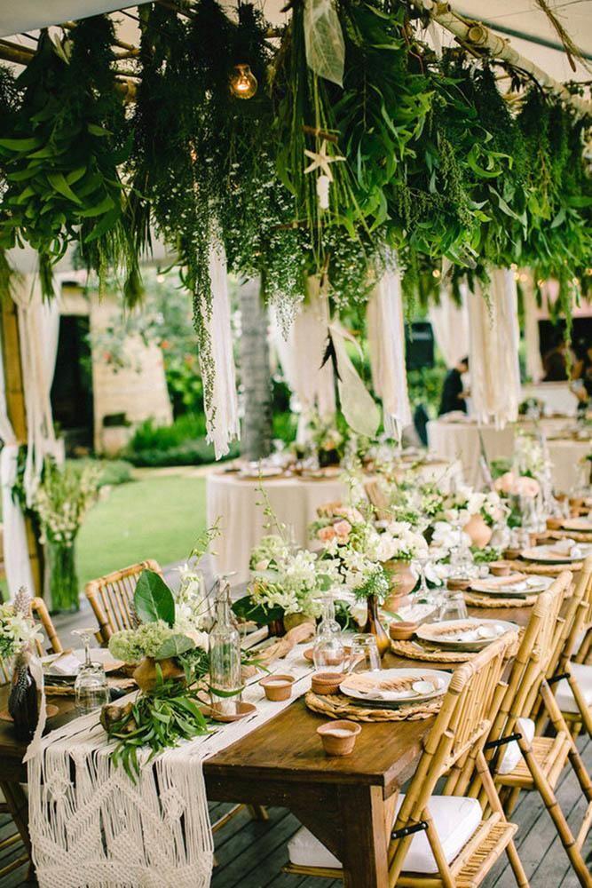 Bohème Hochzeitsthema Bohème Tisch mit Blumen und hängendem Grün imaj g …   – Wedding